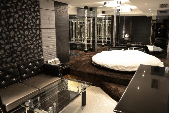 高級感溢れる広い客室