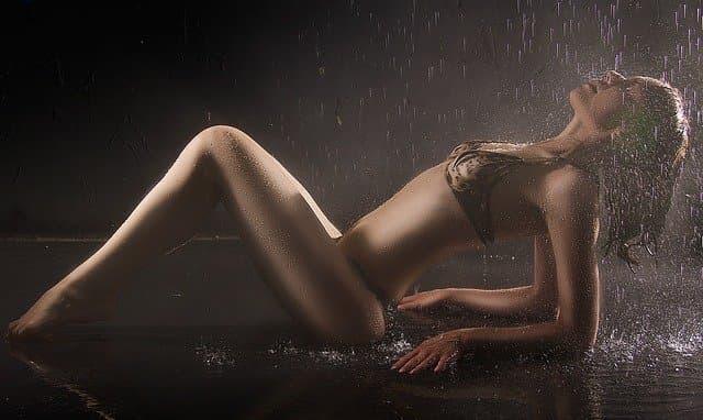 モデル級の女性と夜遊び