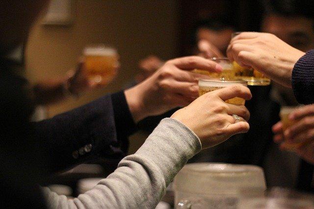 ギャラ飲みで乾杯
