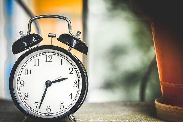 ベルのアラーム機能がついた時計