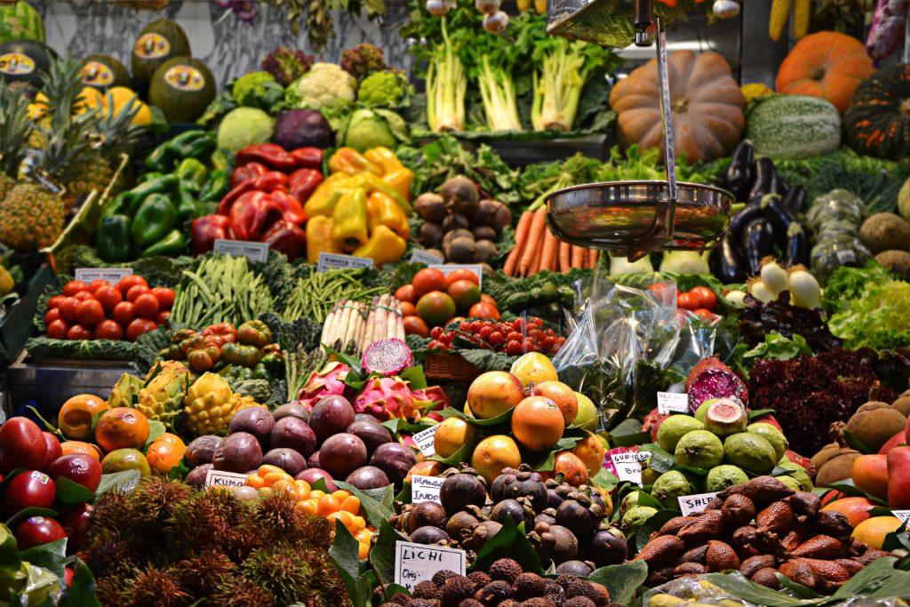 大量に並んでいる野菜