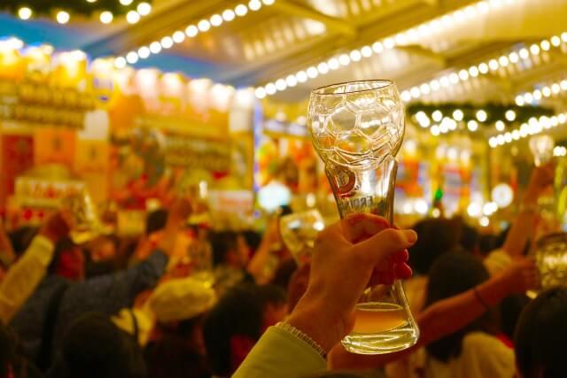 ギャラ飲みに参加している団体で乾杯