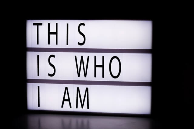 私は誰かという英語の文字