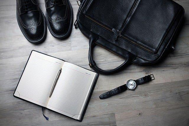 ビジネスマンのスーツバッグ